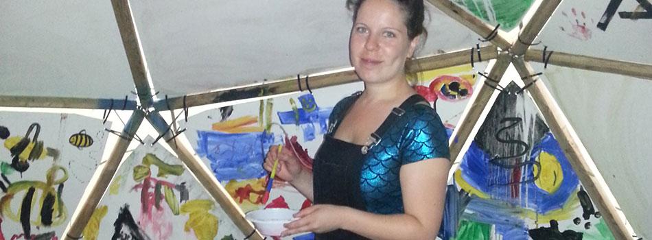 jasmine doing arts and crafts